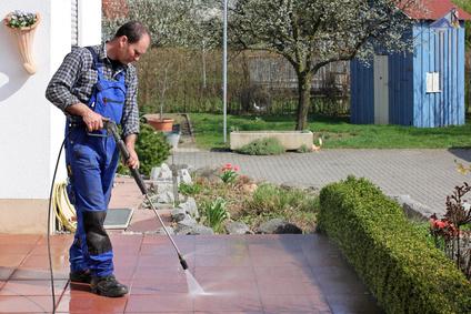 Hausmeisterservice Heilbronn macht Frühjahrsputz auf der Terrasse